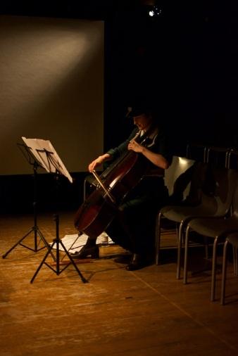 Belongings cellist