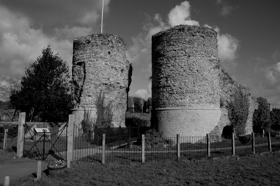 Bungay-Castle (1)